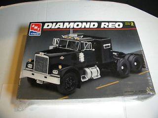 AMT #8137 Diamond Reo Tractor TRUCK 1/25 FS Model Car Mountain KIT