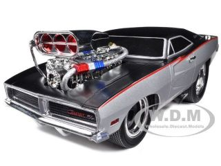 1969 DODGE CHARGER SILVER/BLACK MUSCLE MACHINES 1/18 BY MAISTO 32209