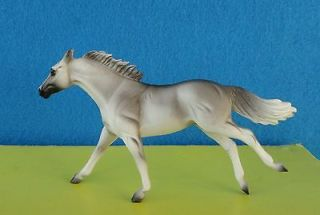 BREYER MODEL HORSE STABLEMATE 1998 JAH SHADED LIGHT GREY THOROUGHBRED
