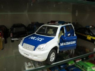 Toyota Land Cruiser Prado russian police toy car 1/32 free ship