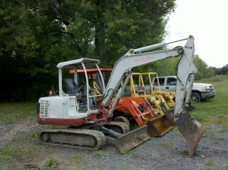 2004 TAKEUCHI TB135 MINI EXCAVATOR DOZER BACKHOE W/ HYDRAULIC THUMB
