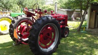 Antique McCormick Farmall H 1951 International Harvester Farm Tractor