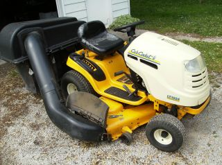 CUB CADET LT1024 RIDING LAWN MOWER WITH TRIPPLE BAGGER 24H P 50 DECK