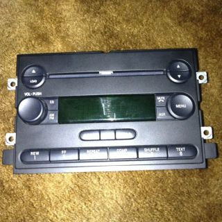 04 05 06 Ford F150 Pickup Truck Radio 6 Disc CD Player Changer