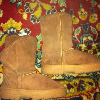 GIRL BOY UG STYLE BOOTS LOW HILL SOFT COMFY REAL SHEEPSKIN SIZE 12 13