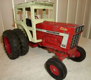 International Farmall 1466 Turbo Tractor w Dual Rear Wheels Cab