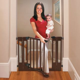Summer Infant Deluxe Top of Stairs Wood Walk Thru Gate Multicolor   078402Z